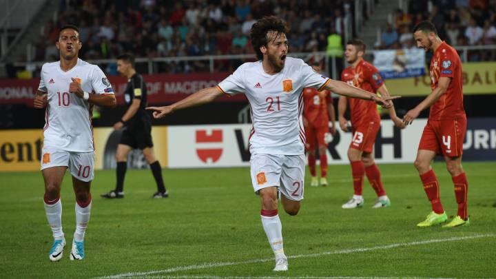 España cumple en Macedonia y espera a Italia en septiembre