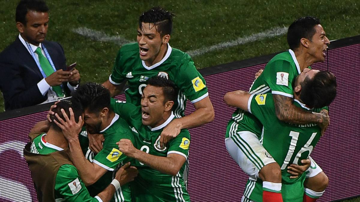 Mexico 2-1 Russia: Ten man hosts exit competition after Akinfeev mistake