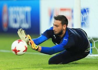 Donnarumma to discuss new AC Milan contract, says Raiola