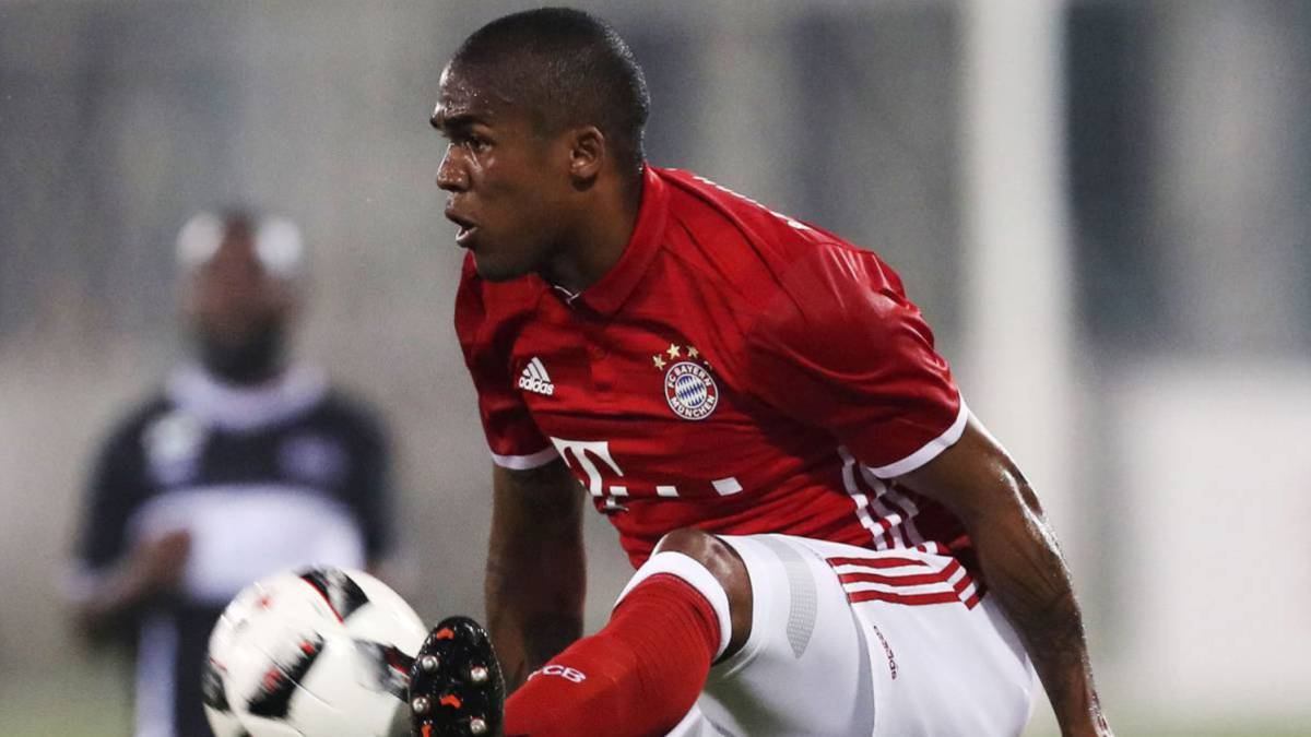 Juventus cuenta las horas para firmar a Douglas Costa
