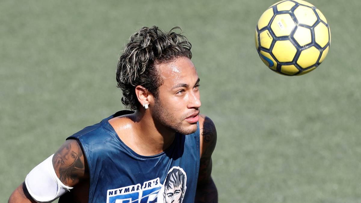 """Neymar """"I want Paulinho to sign for Barcelona"""" AS"""