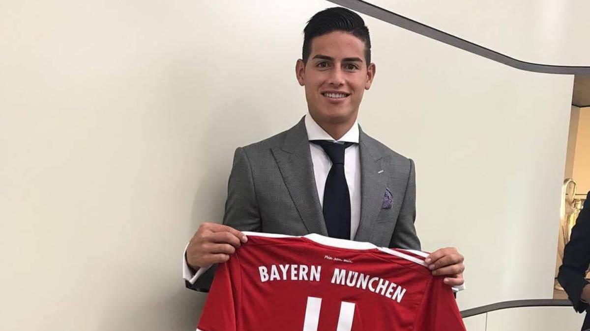a06076152a7 James Rodríguez posa con la camiseta del Bayern con el dorsal número 11.