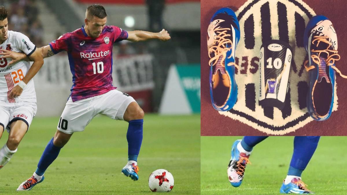 Podolsky marca doblete utilizando zapatos de Los Supercampeones