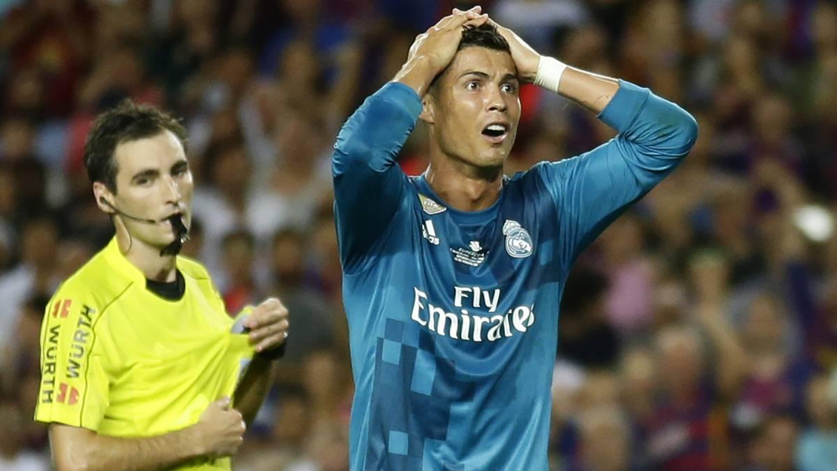 Suspenden con 5 juegos a Cristiano Ronaldo por aventar al árbitro