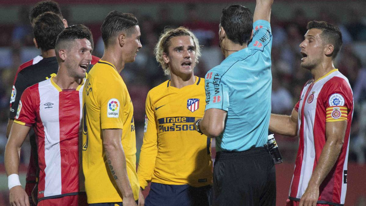 Griezmann y Banega suspendidos 2 partidos en España