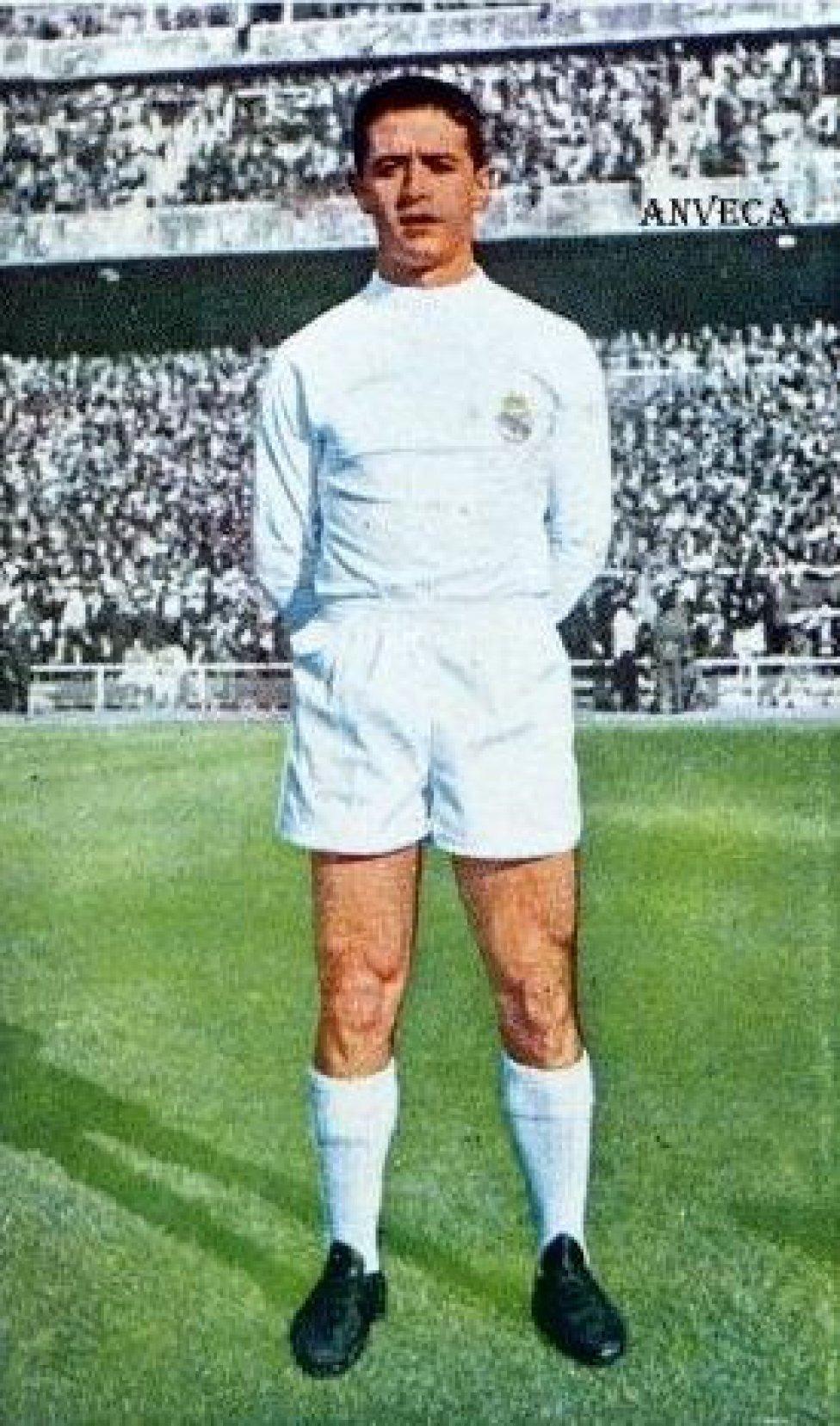 El madrileño estuvo entre 1959 y 1963 en el Real Madrid. En 1963 fichó por el Levante y jugó allí hasta 1965.