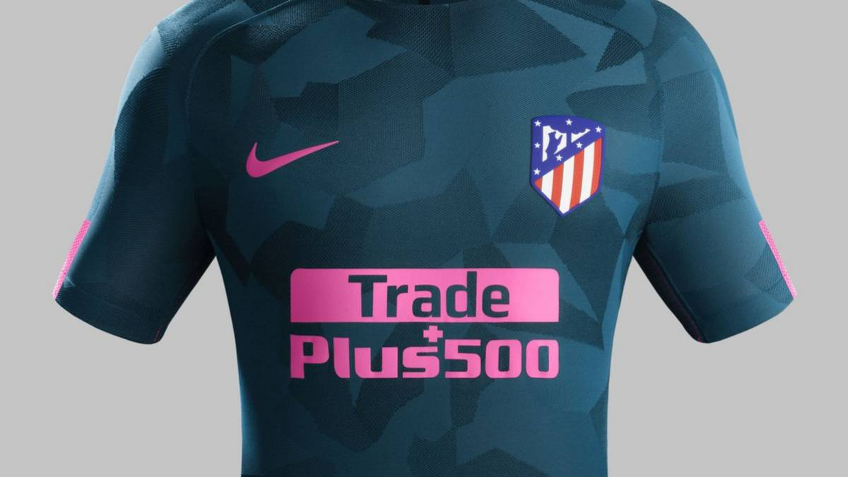 El Atlético presenta su tercera equipación  verde oscuro y rosa - AS.com 9467428cb3642