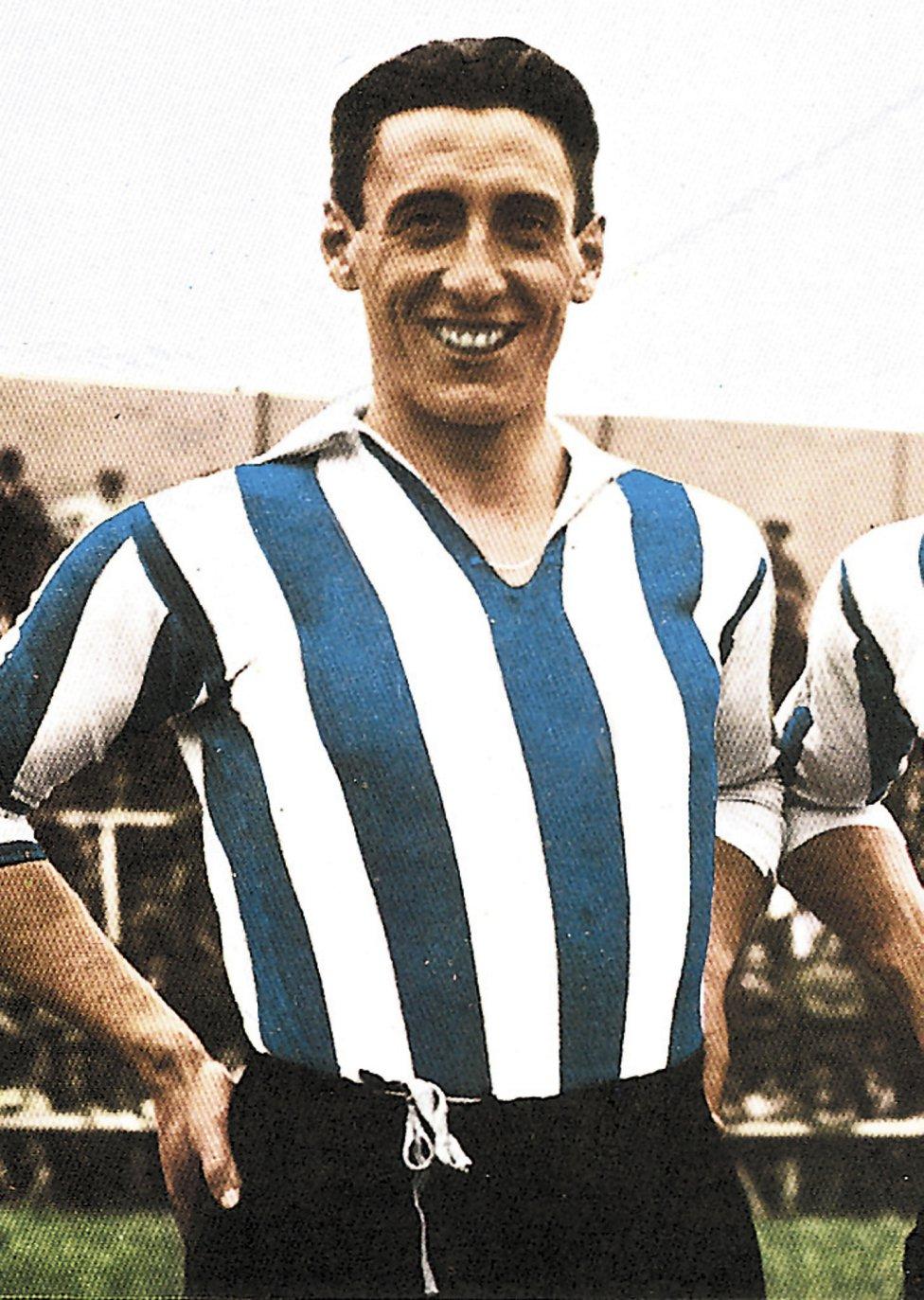 Ciriaco Jugó con el Alavés la temporada 1930-31. Vistió la camiseta del Real Madrid durante cinco temporadas desde 1931 hasta 1936.