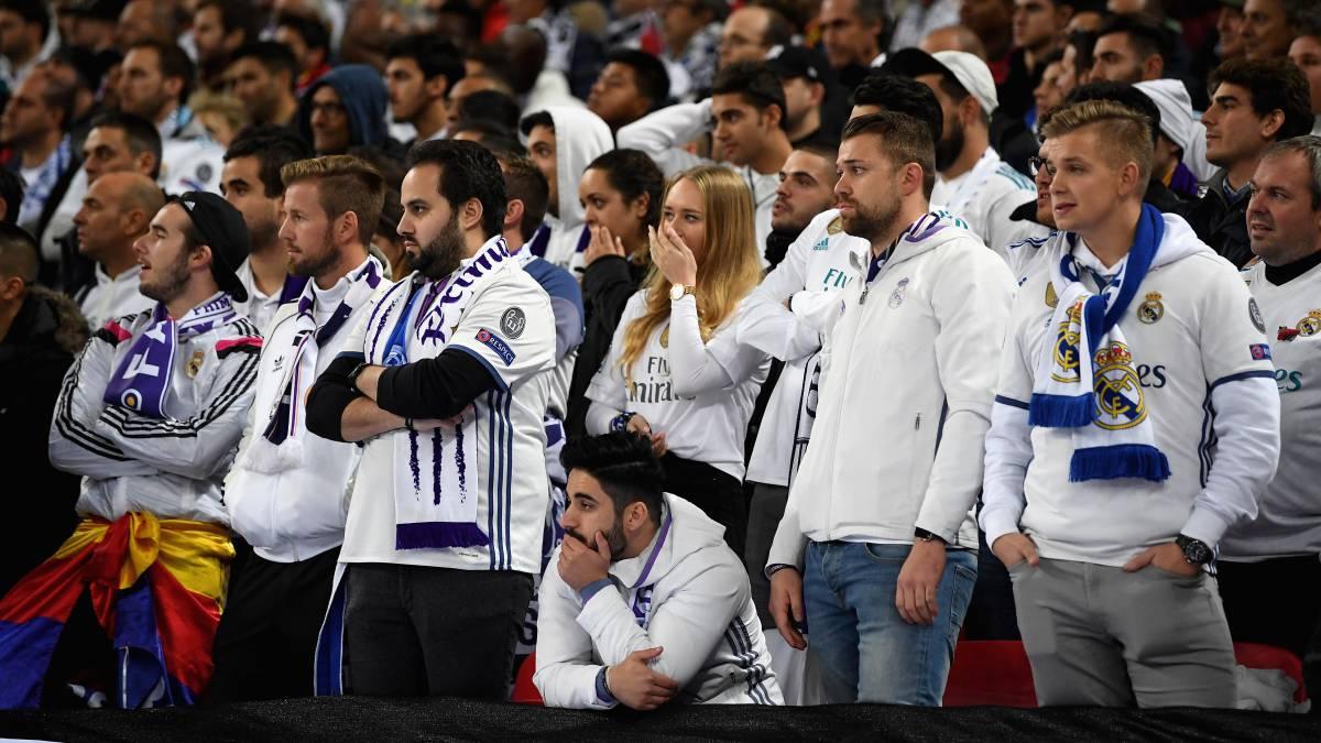 Agüero y Otamendi metieron al Manchester City en octavos de final