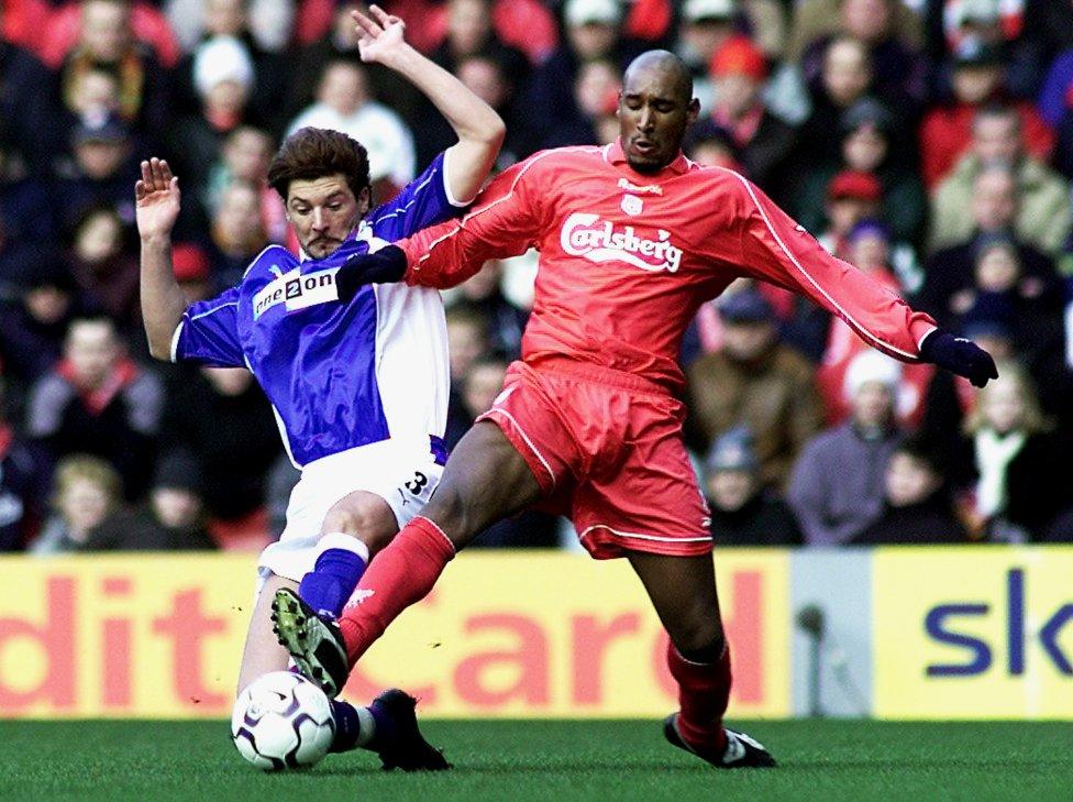 Nicolas Anelka Jugó con el Liverpool en 2002.