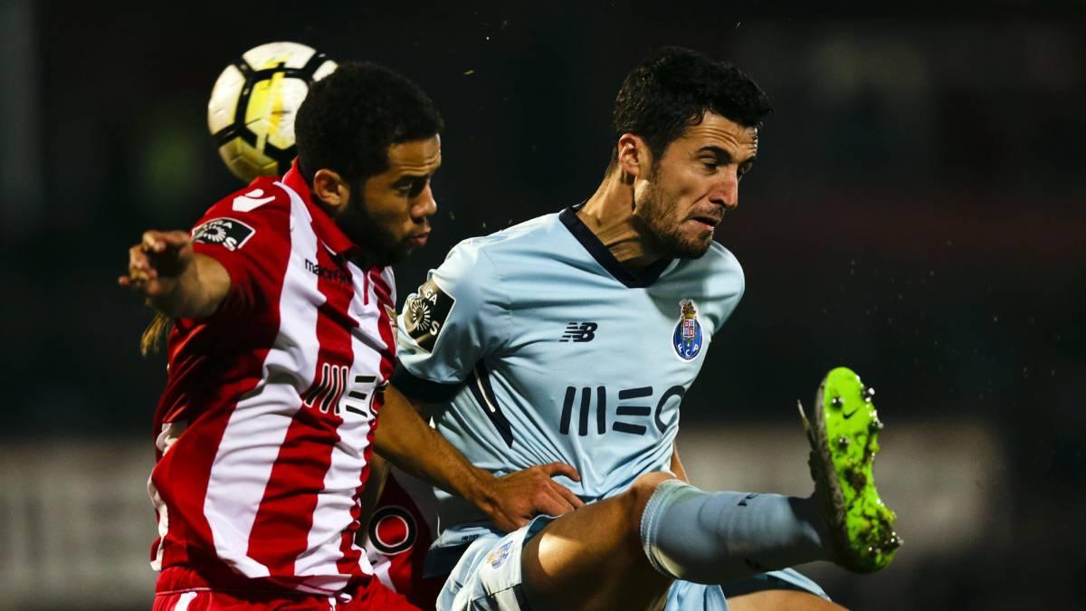 'Tecatito' Corona es expulsado en empate del Porto