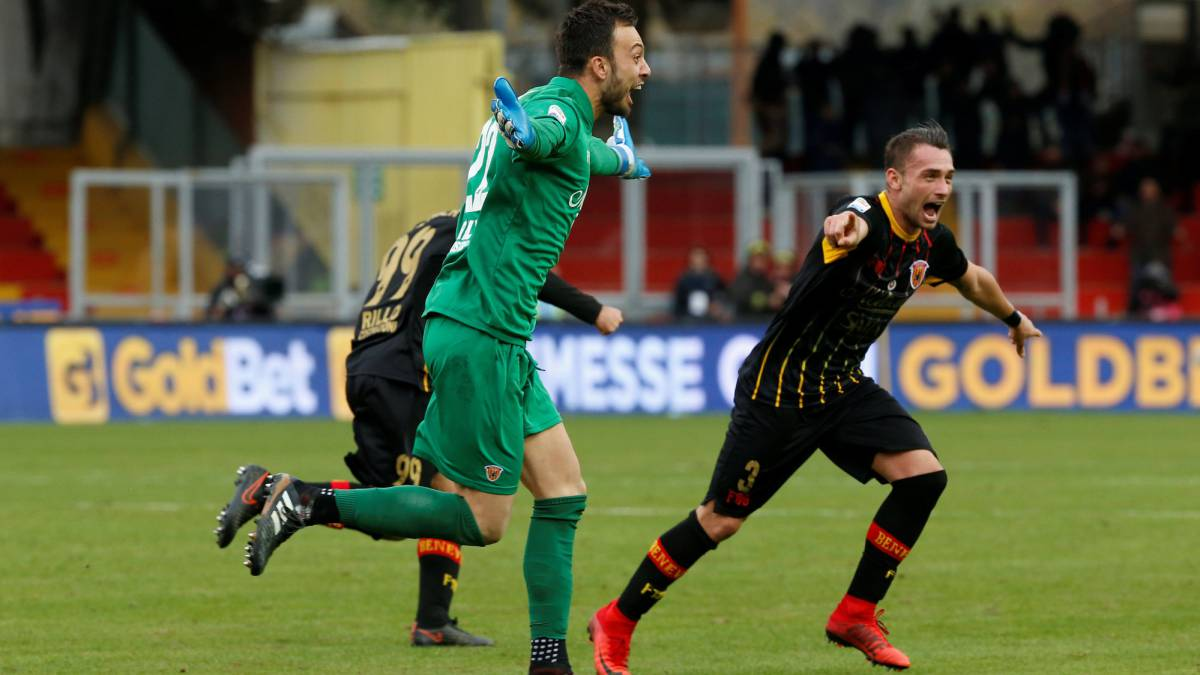 Goalkeeper's stoppage-time header gives Benevento first-ever point