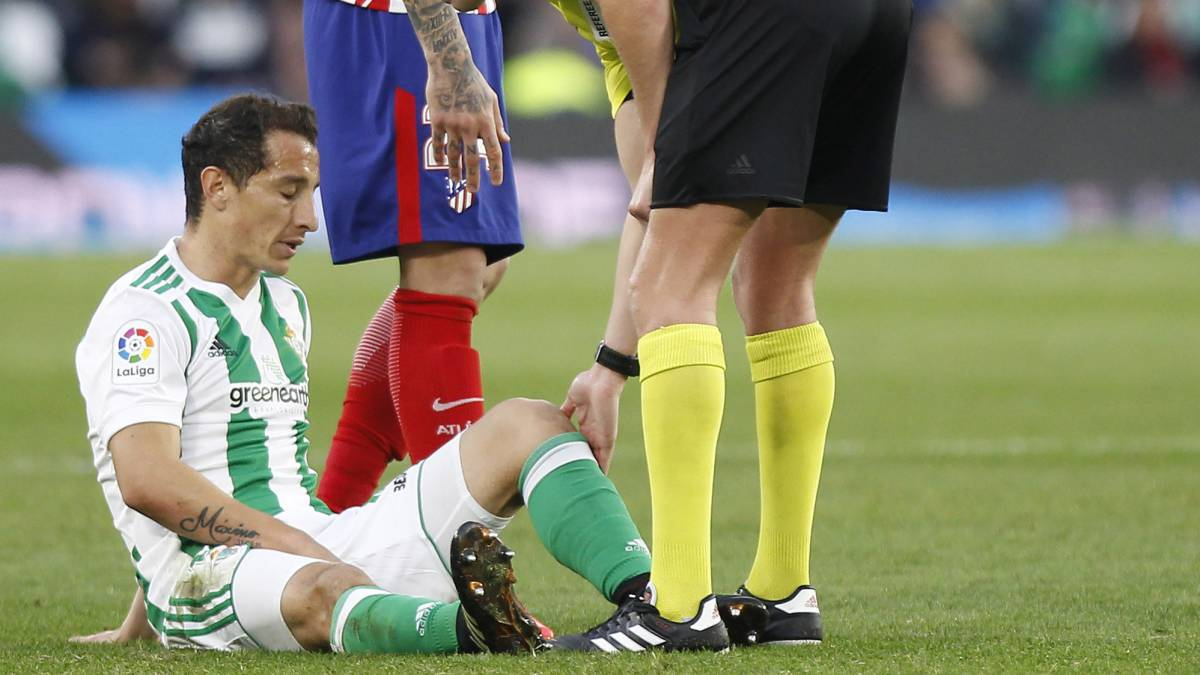 Andrés Guardado is injured and receives a yellow card
