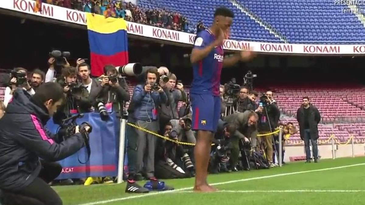 Barcelona: Yerry Mina steps out barefoot during unveiling