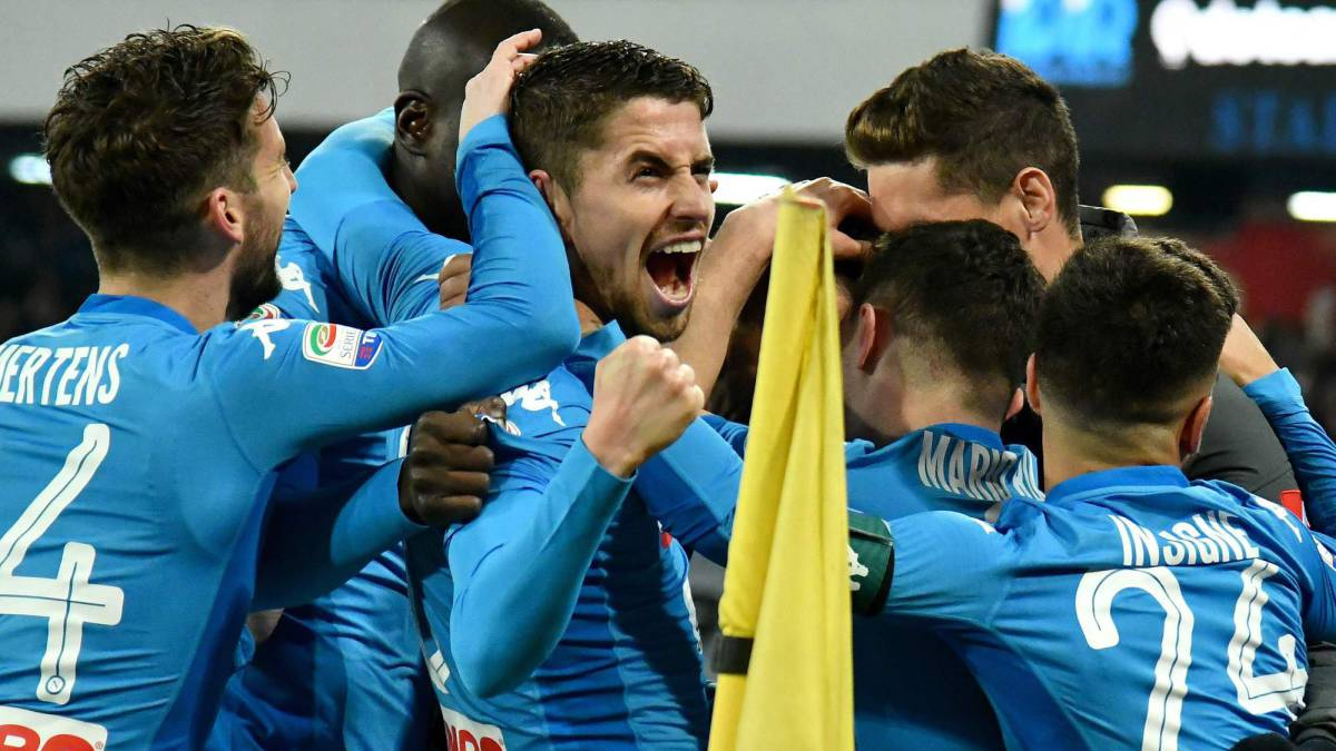 Con otro gol de Higuaín, Juventus le arrebató la cima a Napoli