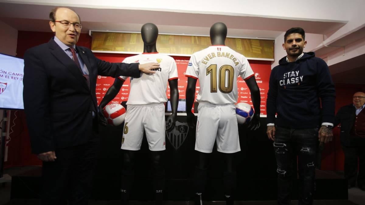 El Sevilla presenta su camiseta para la final de Copa del Rey - AS.com d57c292e631c3