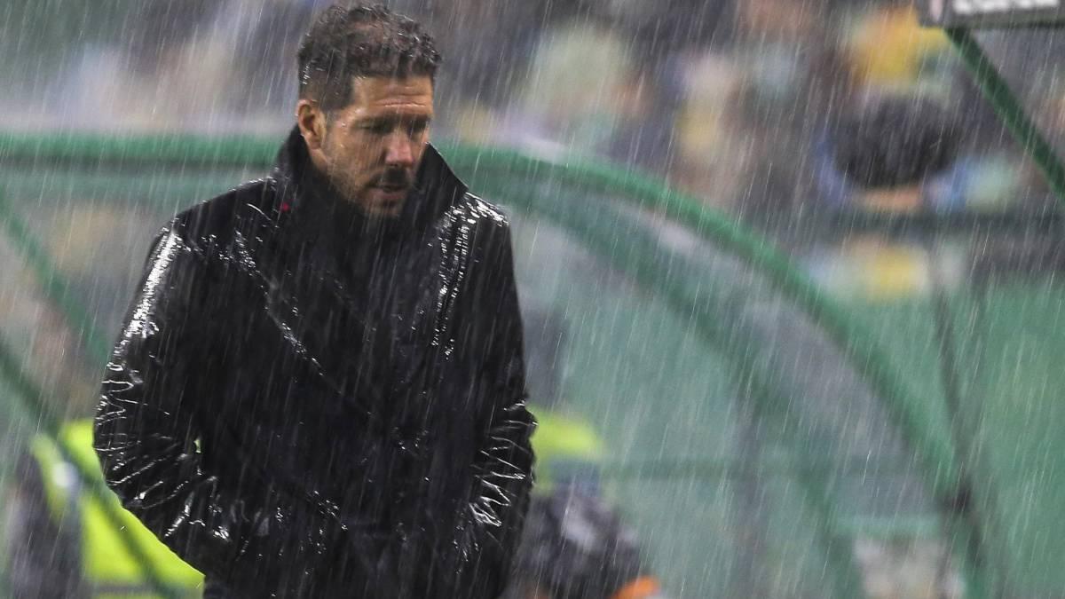 Atletico Madrid reach semi-finals despite defeat in Lisbon