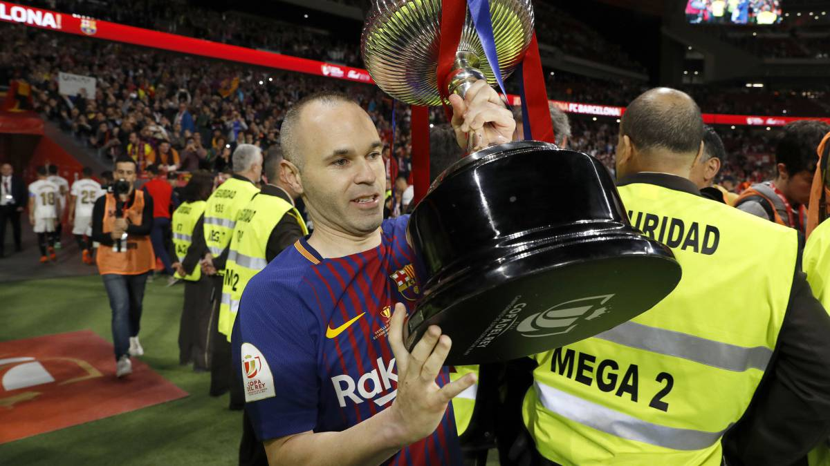 It's a good time for Iniesta to leave Barca, says father