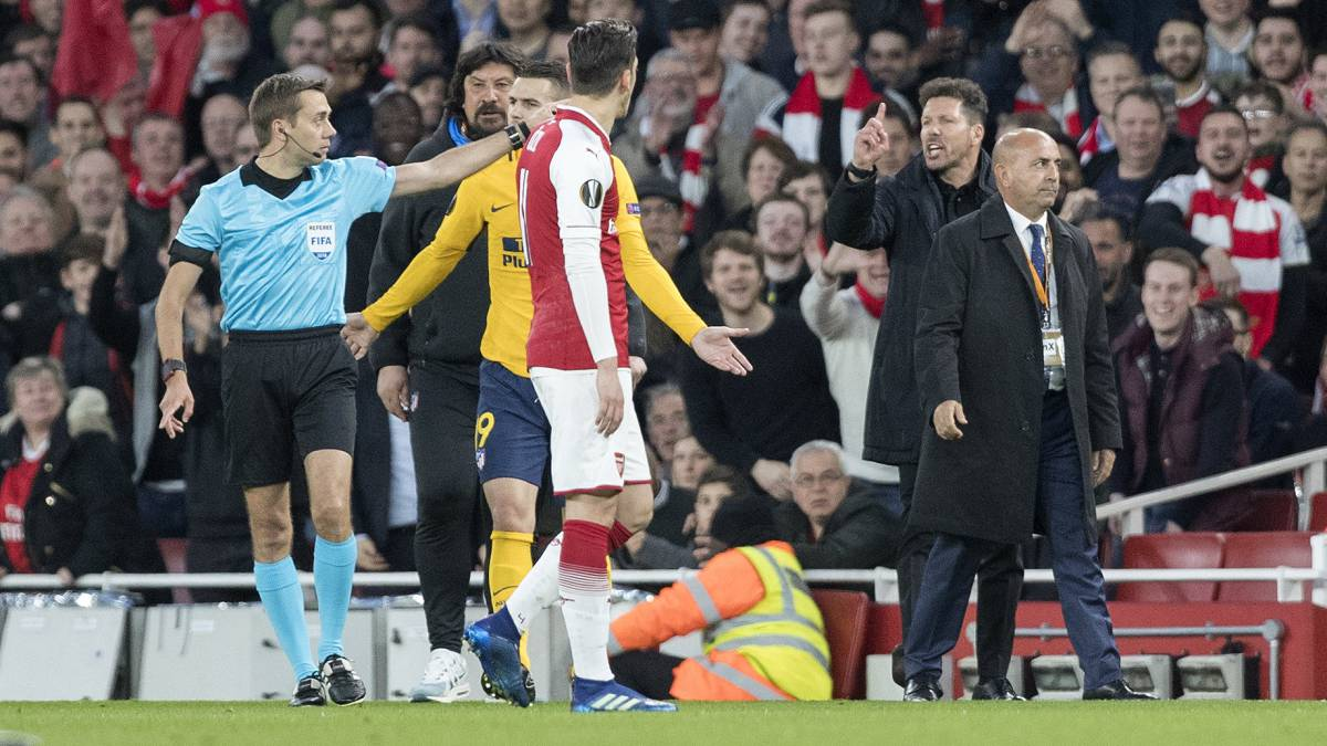 Simeone hails Wenger and distances himself from Arsenal switch
