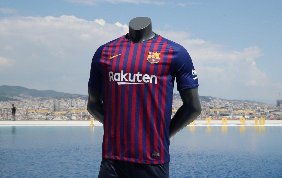 حفل تقديم القميص الجديد لنادي برشلونة لموسم 2018-2019 1526726915_488256_1526726976_album_grande