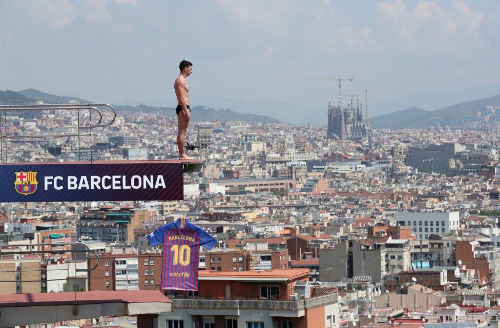 حفل تقديم القميص الجديد لنادي برشلونة لموسم 2018-2019 1526726915_488256_1526726977_album_grande