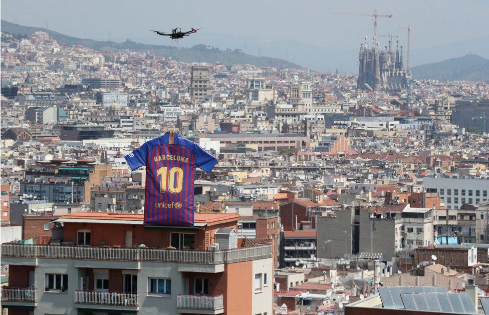 حفل تقديم القميص الجديد لنادي برشلونة لموسم 2018-2019 1526726915_488256_1526726979_album_grande
