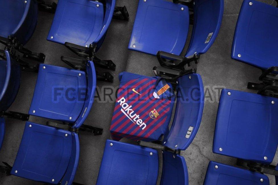 حفل تقديم القميص الجديد لنادي برشلونة لموسم 2018-2019 1526726915_488256_1526727137_album_grande