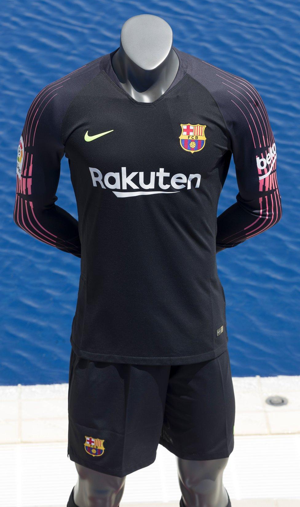 حفل تقديم القميص الجديد لنادي برشلونة لموسم 2018-2019 1526726915_488256_1526731185_album_grande