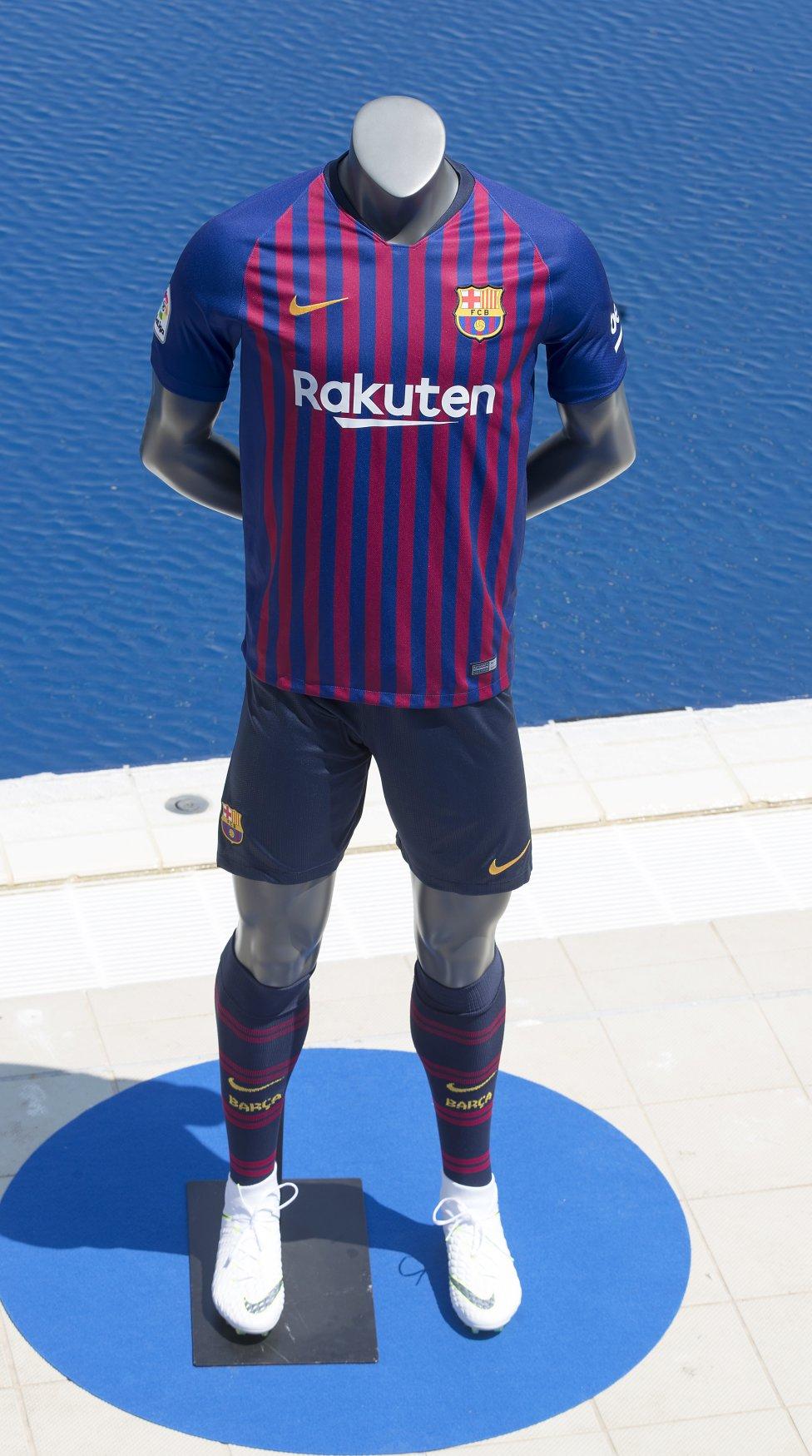 حفل تقديم القميص الجديد لنادي برشلونة لموسم 2018-2019 1526726915_488256_1526731188_album_grande