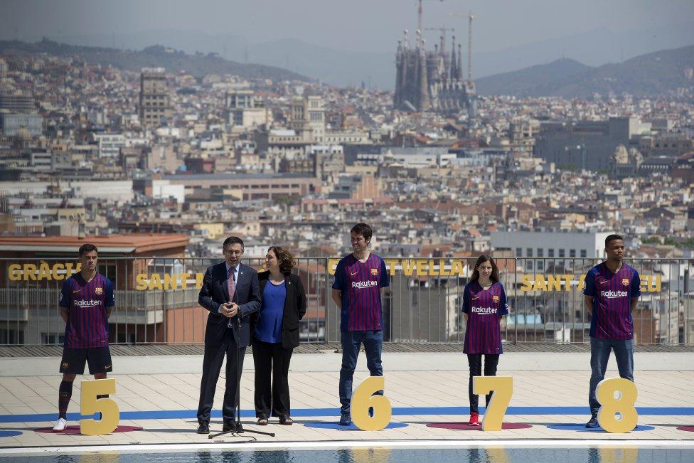 حفل تقديم القميص الجديد لنادي برشلونة لموسم 2018-2019 1526726915_488256_1526731192_album_grande