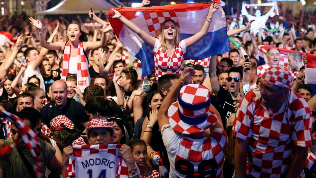 Resultado de imagen para hinchas croacia 2018 mujeres