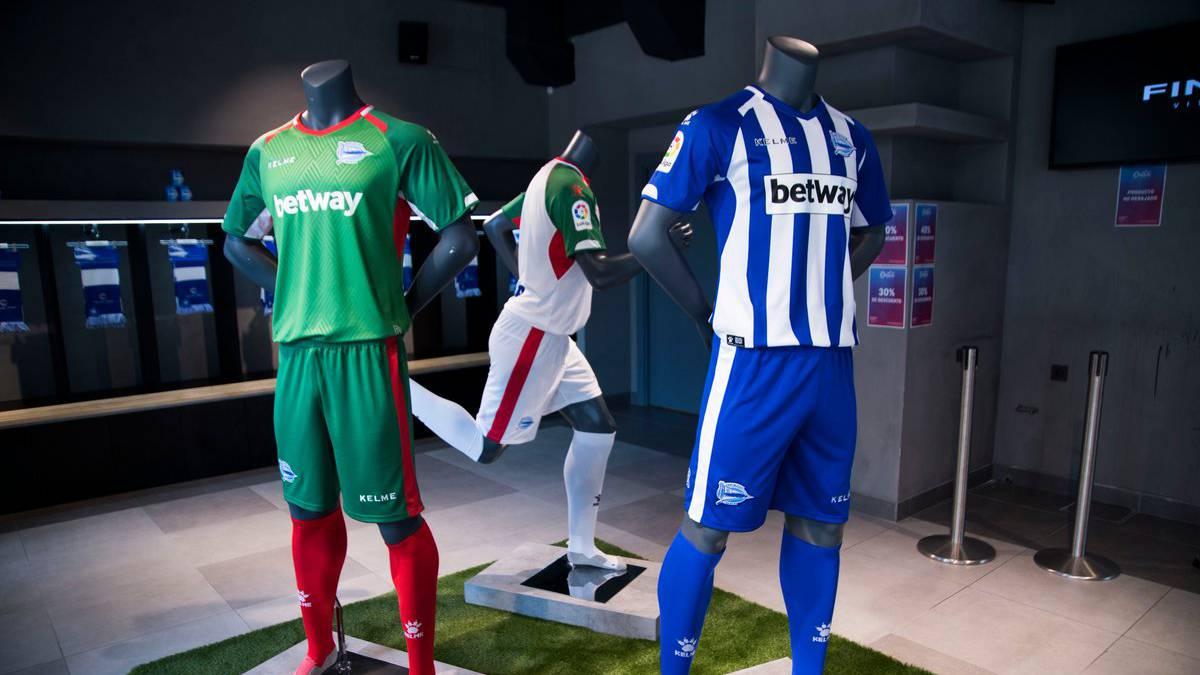 El Alavés anuncia sus nuevas equipaciones para la 2018 19 - AS.com 51944318b9ed