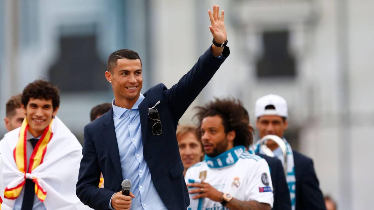 Ya en Turín: Cristiano Ronaldo fue recibido en el aeropuerto