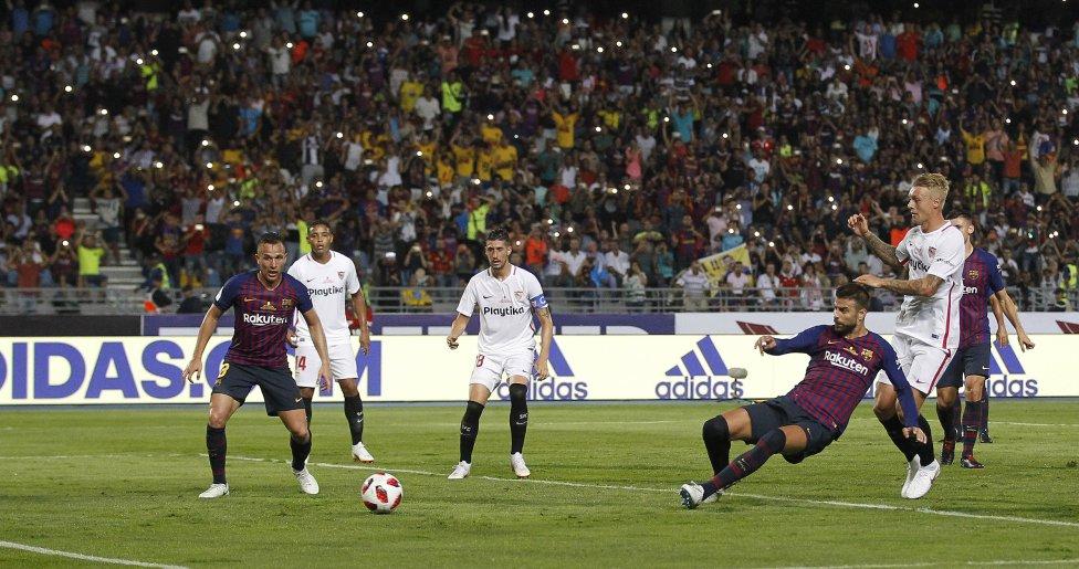 صور مباراة : برشلونة - إشبيلية 2-1 ( 13-08-2018 )  1534099849_559450_1534107800_album_grande