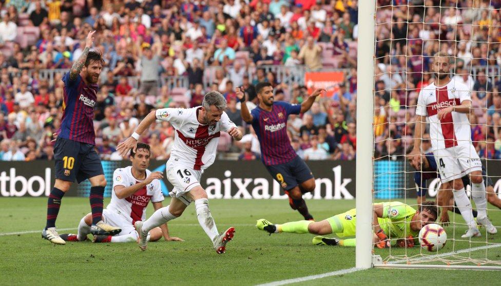 صور مباراة : برشلونة - هويسكا 8-2 ( 02-09-2018 )  1535906169_326049_1535908934_album_grande
