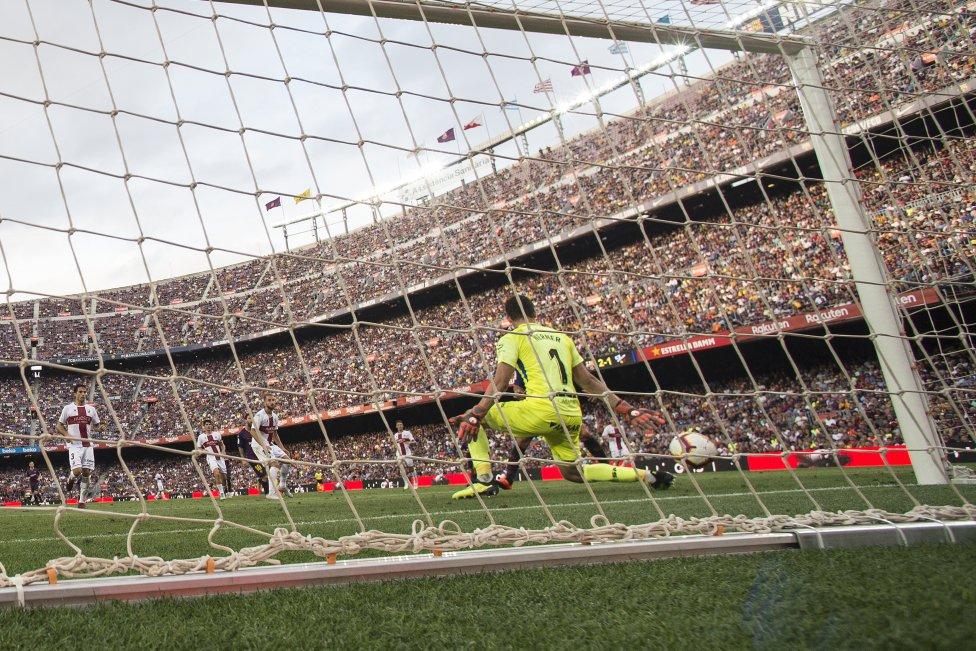 صور مباراة : برشلونة - هويسكا 8-2 ( 02-09-2018 )  1535906169_326049_1535911424_album_grande