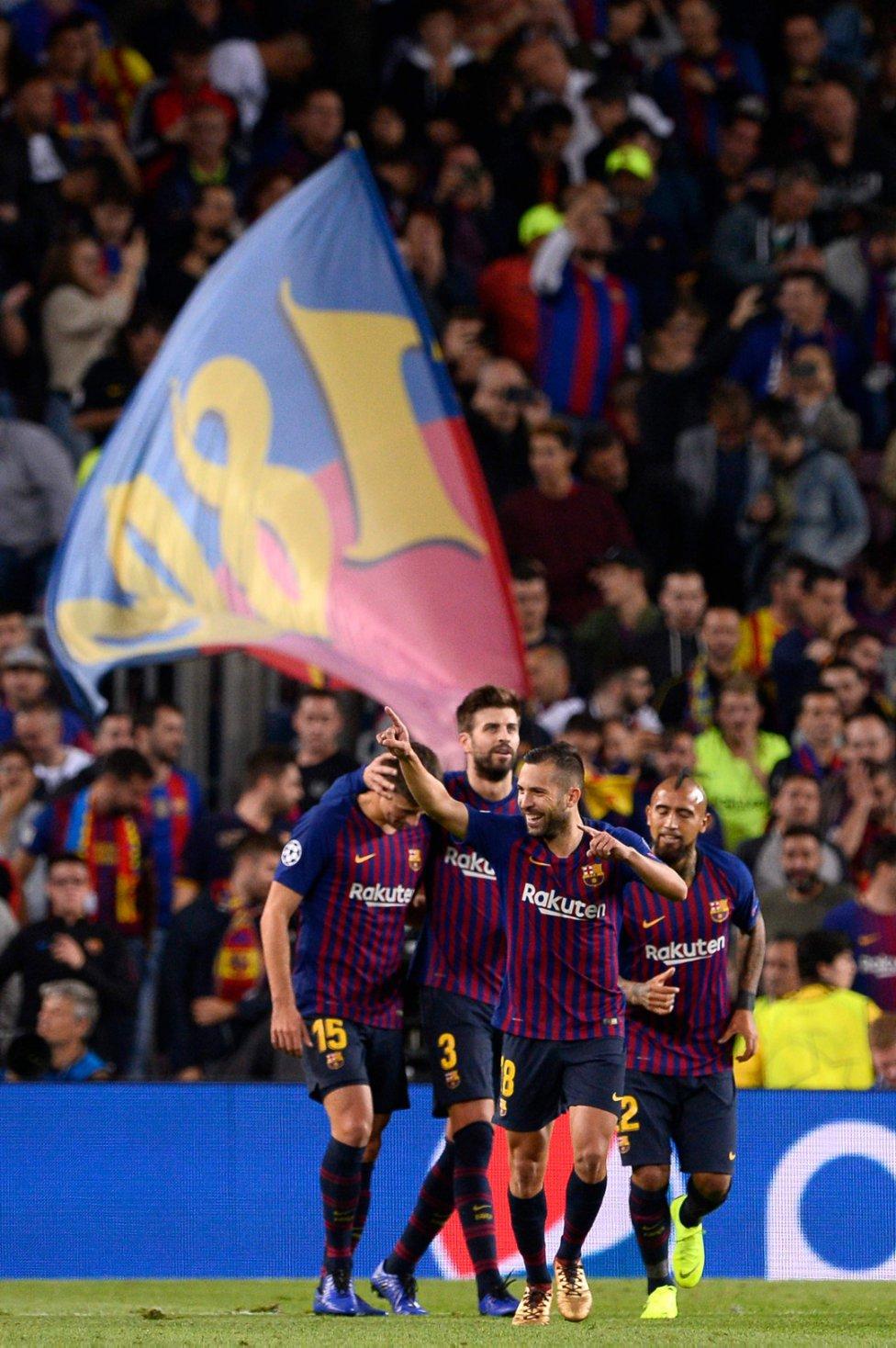 صور مباراة : برشلونة - إنتر ميلان 2-0 ( 24-10-2018 )  1540408387_114463_1540417380_album_grande