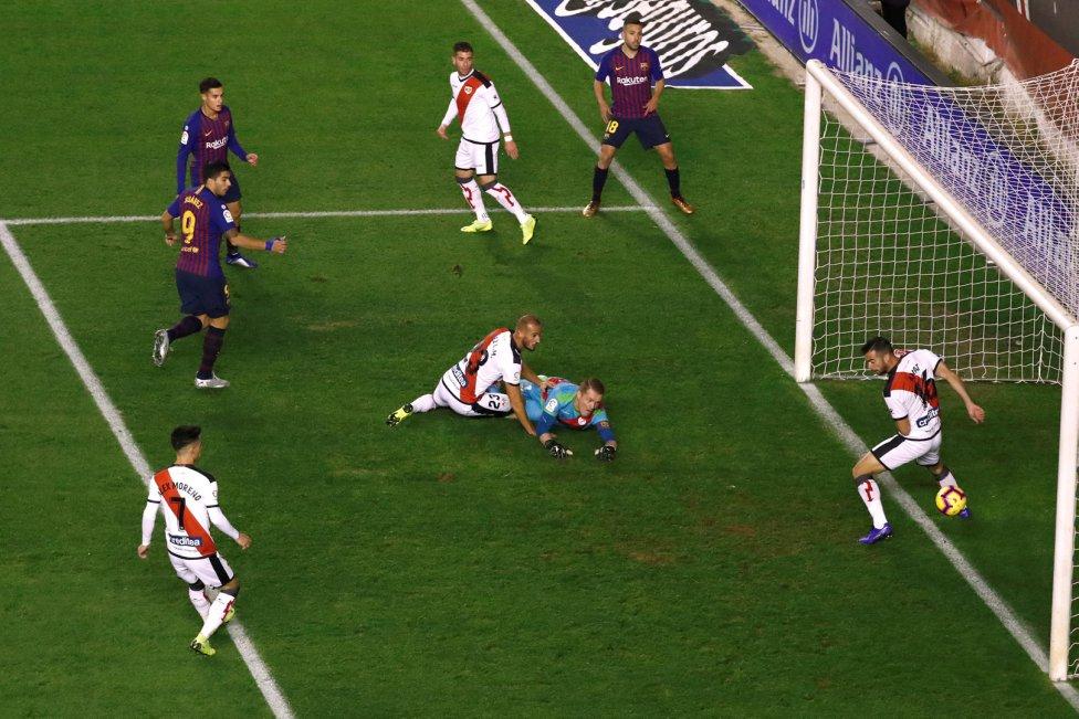 صور مباراة : رايو فاليكانو - برشلونة 2-3 ( 03-11-2018 )  1541275050_663810_1541276060_album_grande
