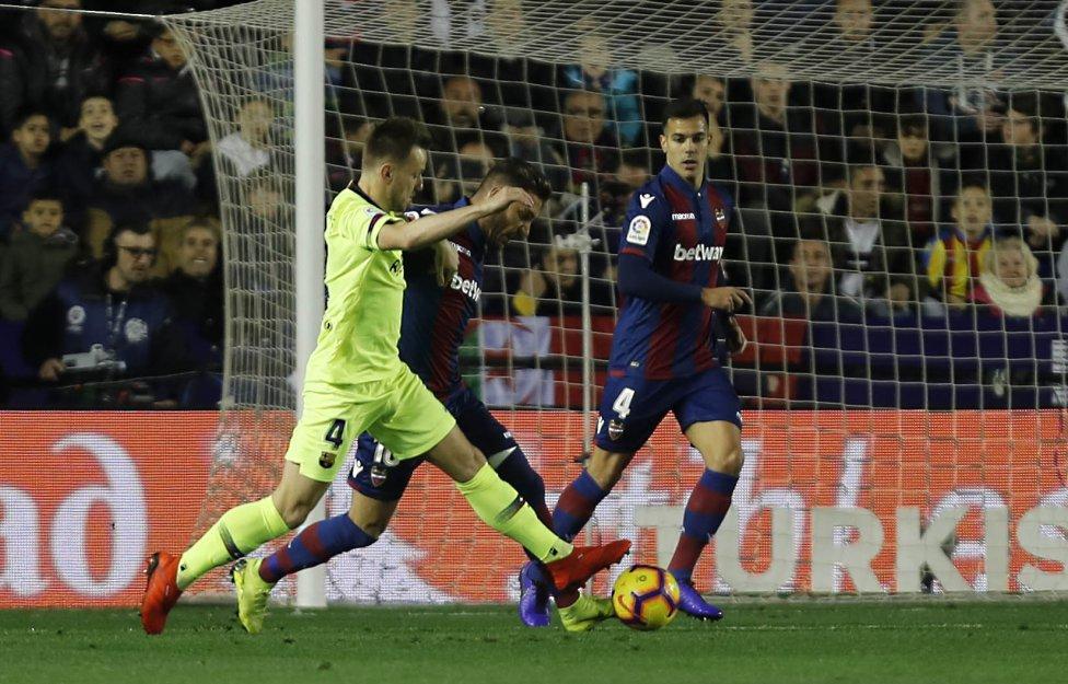 صور مباراة : ليفانتي - برشلونة 0-5 ( 16-12-2018 )  1544989648_089308_1544991677_album_grande