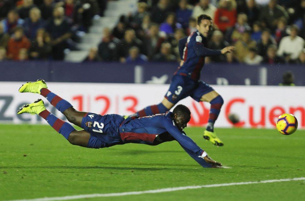 صور مباراة : ليفانتي - برشلونة 0-5 ( 16-12-2018 )  1544989648_089308_1544992518_album_grande