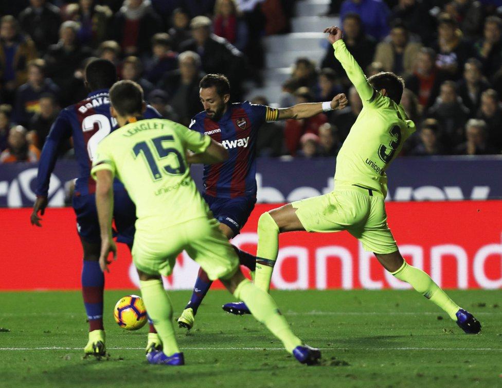 صور مباراة : ليفانتي - برشلونة 0-5 ( 16-12-2018 )  1544989648_089308_1544994795_album_grande