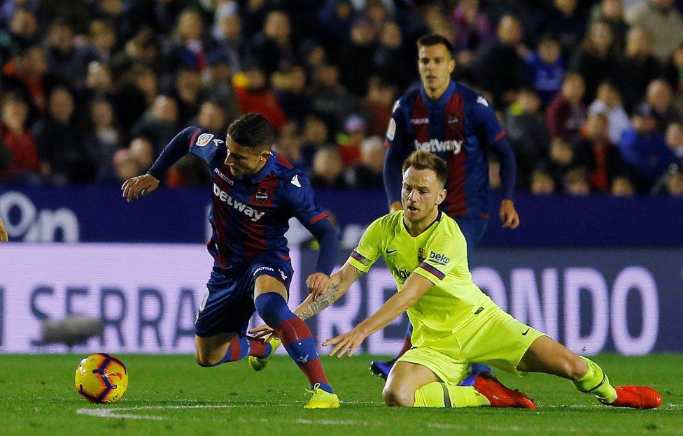 صور مباراة : ليفانتي - برشلونة 0-5 ( 16-12-2018 )  1544989648_089308_1544994990_album_grande