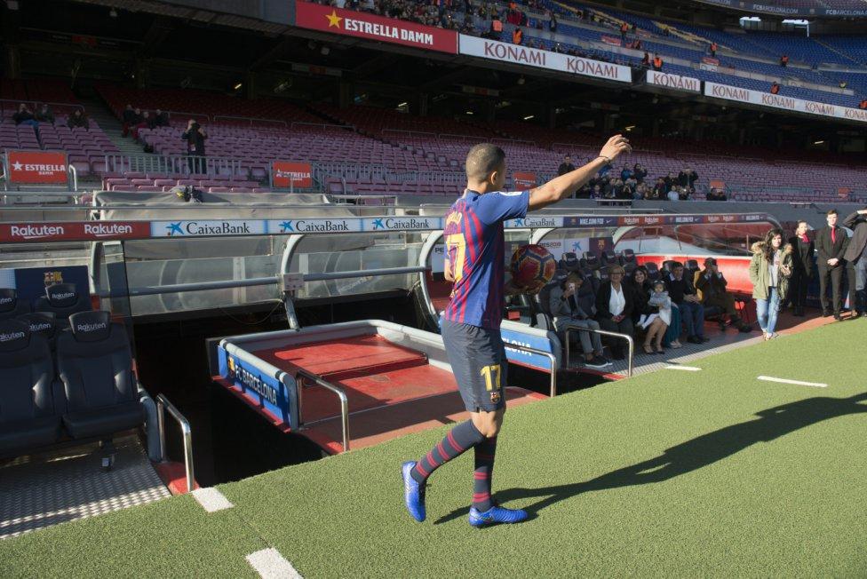 تقديم جيسون موريللو لاعب جديد في صفوف نادي برشلونة 1545912909_078282_1545914507_album_grande
