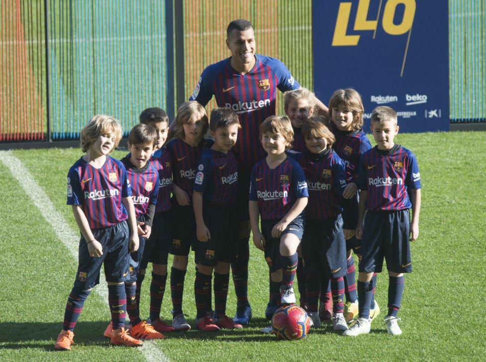 تقديم جيسون موريللو لاعب جديد في صفوف نادي برشلونة 1545912909_078282_1545914514_album_grande