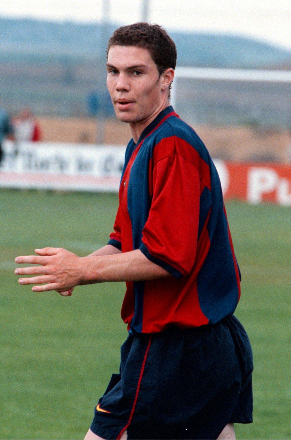 Nano. Alternó el Barcelona 'B' con el primer equipo desde 1998 hasta el 2003. Militó en el Getafe la temporada 2005-06.