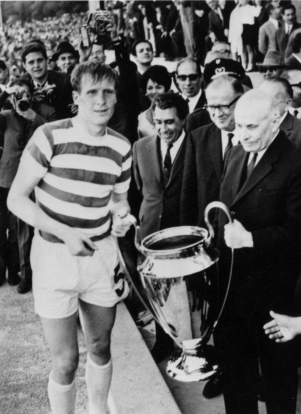 Celtic - campeón 1967  El 30 de mayo de 1967 el Celtic se midió al Inter de Milán en la final de la Copa de Europa en el Estadio Nacional de Lisboa ante 56.000 espectadores. El equipo escocés ganó al italiano por 2-1 con goles de Gemmell y Chalmers, Mazzola marcó el gol de los milaneses.