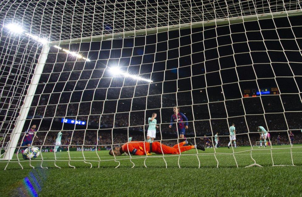صور مباراة : برشلونة - إنتر 2-1 ( 02-10-2019 )  1570043143_085516_1570052081_album_grande