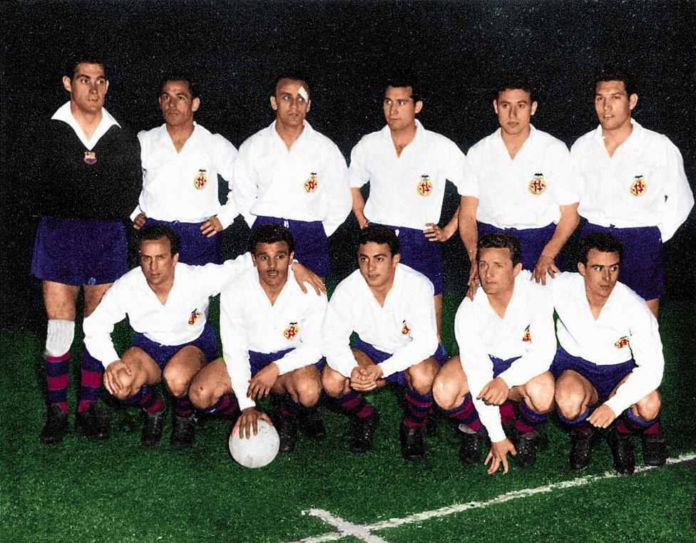 Equipo del Barcelona vestido de blanco en 1958