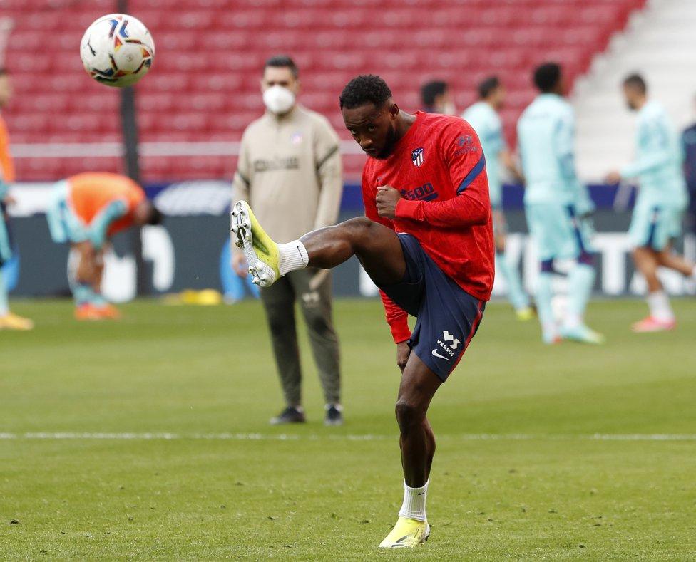 Moussa Dembélé durante el calentamiento previo al partido.