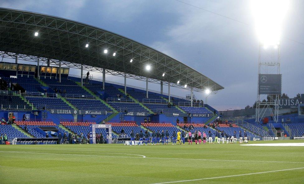 Los equipos formados en el Coliseum Alfonso Pérez.